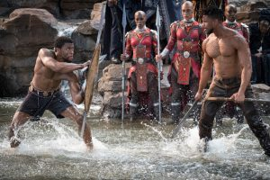 Szenenbild aus Marvel Studios' BLACK PANTHER - T'Challa/Black Panther (Chadwick Boseman) und Erik Killmonger (Michael B. Jordan) - Photo: Matt Kennedy - © Marvel Studios 2018