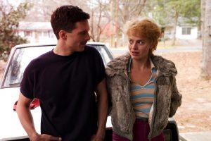 Szenenbild aus I, TONYA (2017) -Jeff Gillooly (Sebastian Stan) und Tonya Harding (Margot Robbie) lernen sich kennen - © DCM