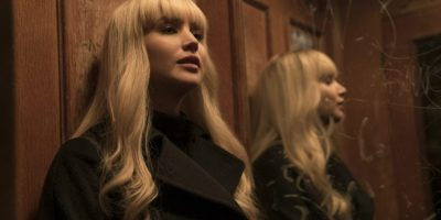 Filmstill aus RED SPARROW (2018) - Dominika Egorova (Jennifer Lawrence) vor dem Spiegel - © 20th Century Fox