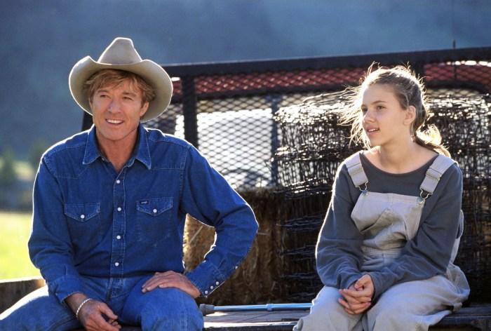 Szenenbild aus DER PFERDEFLÜSTERER - OT: THE HORSE WHISPERER - Tom (Robert Redford) und Grace (Scarlett Johansson) - © Disney