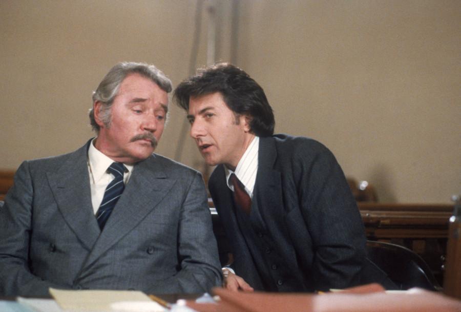 zenenbild aus KRAMER GEGEN KRAMER - KRAMER VS. KRAMER (1979) - Ted (Dustin Hoffman) bespricht sich mit seinem Anwalt (Howard Duff) - © Sony Home Entertainment