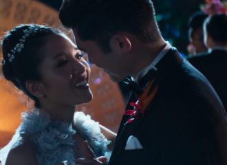 Szenenbild aus CRAZY RICH ASIANS (2018) - Rachel (Constance Wu) und Nick (Henry Golding) - © 2018 Warner Bros.