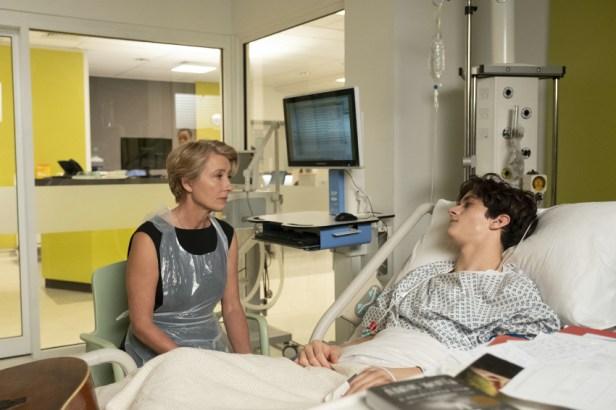 Szenenbild aus KINDESWOHL - THE CHILDREN ACT (2017) - Fiona (Emma Thompson) trifft Adam (Fionn Whitehead) im Krankenhaus. - © Concorde