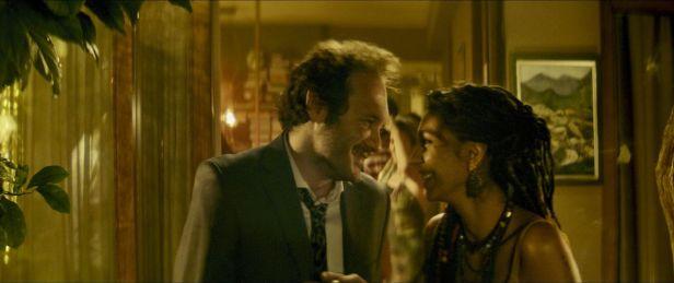 Szenenbild aus Son Çikiş (2018) - Tahsin (Deniz Celiloglu) und Siren (Ezgi Çelik) - © Türkische Filmtage