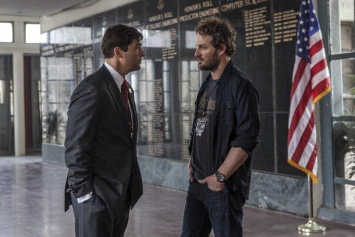 Szenenbild aus ZERO DARK THIRTY (2012) - Joseph (Kyle Chandler) und Dan (Jason Clarke) diskutieren das weitere Vorgehen. - © Universal Pictures