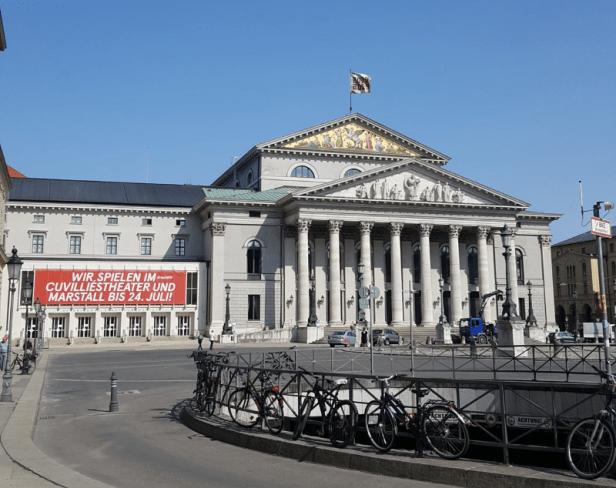 Außenaufnahme vom Residenztheater München, Juni 2019