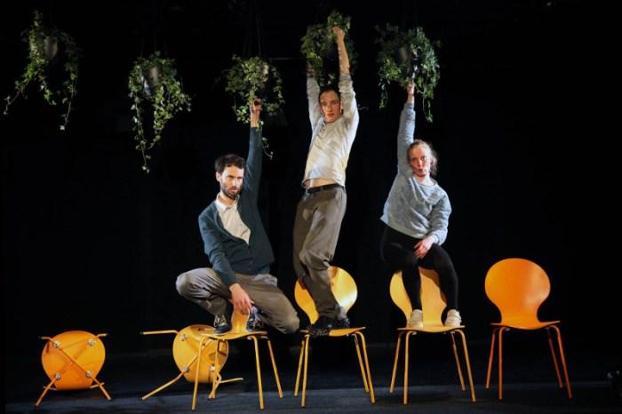 Szenenbild aus DER RESERVIST (2019) - Theater unterm Dach - Helge Gutbrod, Thorsten Hierse, Carla Weingarten - © Dorothea Tuch