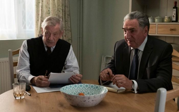 Szenenbild aus THE GOOD LIAR (2019) - Roy (Ian McKellen) und Kumpel Vincent (Jim Carter) - © Warner Bros.