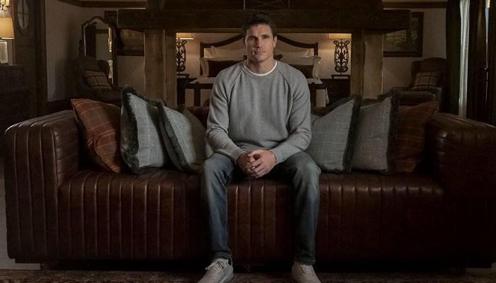 Szenenbild aus UPLOAD - 1. Staffel (2020) - Nathan Brown (Robbie Amell) hängt im digitalen Leben nach dem Tod fest. - © Amazon Prime Video