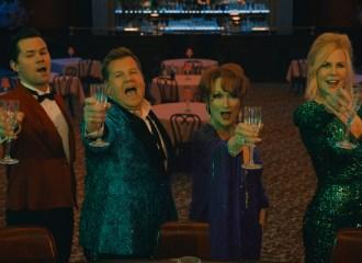 Szenenbild aus THE PROM (2020) von Ryan Murphy - Trent Oliver (Andrew Rannels), Barry Glickman (James Corden), Dee Dee Allen (Meryl Streep) und Angie Dickinson (Nicole Kidman) - © Netflix