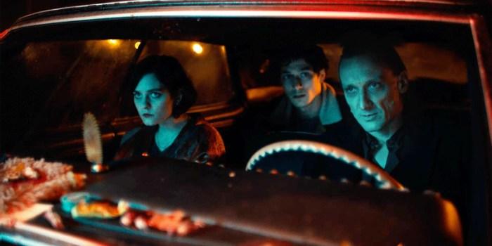 """Szenenbild aus O BEAUTIFUL NIGHT - Nina (Vanessa Loibl), Juri (Noah Saavedra) und """"der Tod"""" (Marko Mandic) - © Jieun Yi/NFP"""