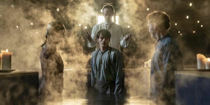 Szenenbild aus SOULMATES - Kurt (Charlie Heaton) gerät in die Fänge einer Sekte. - © AMC