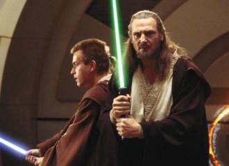 Szenenbild aus STAR WARS: EPISODE 1 - Obi-Wan Kenobi (Ewan McGregor) und Qui-Gon Jinn (Liam Neeson) kämpfen gegen dunkle Mächte. - © Lucasfilm