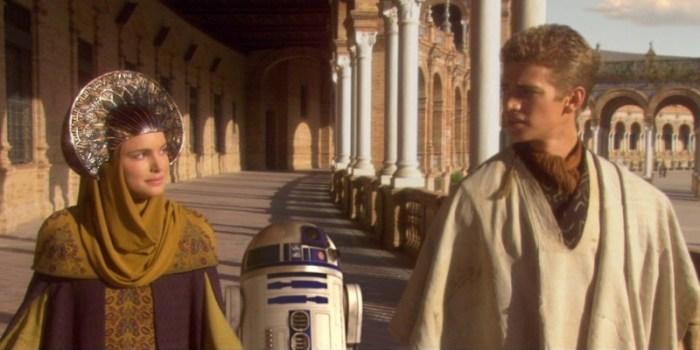 Szenenbild aus STAR WARS: EPISODE 2 - ATTACK OF THE CLONES - Padmé Amidala (Natalie Portman) und Anakin (Hayden Christensen) verstehen sich blendend. - © Lucasfilm
