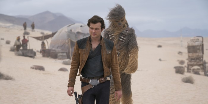Szenenbild aus SOLO: A STAR WARS STORY - Han Solo (Alden Ehrenreich) und Chewbacca (Joonas Suotamo) - © Disney