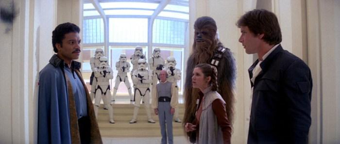 Szenenbild aus THE EMPIRE STRIKES BACK - Lando Calrissian (Billy Dee Williams) hilft Leia (Carrie Fisher) und Han (Harrison Ford) bei der Flucht. - © 20th Century Fox