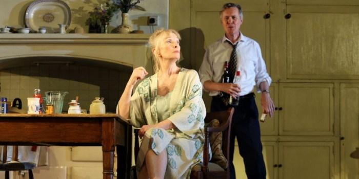 Szenenbild aus HANSARD - Diana (Lindsay Duncan) und Robin (Alex Jennings) - © Catherine Ashmore