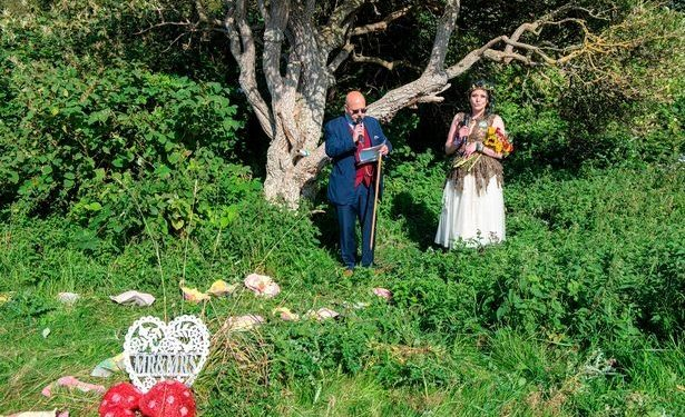 Woman marries tree in front of family, plans on changing her name