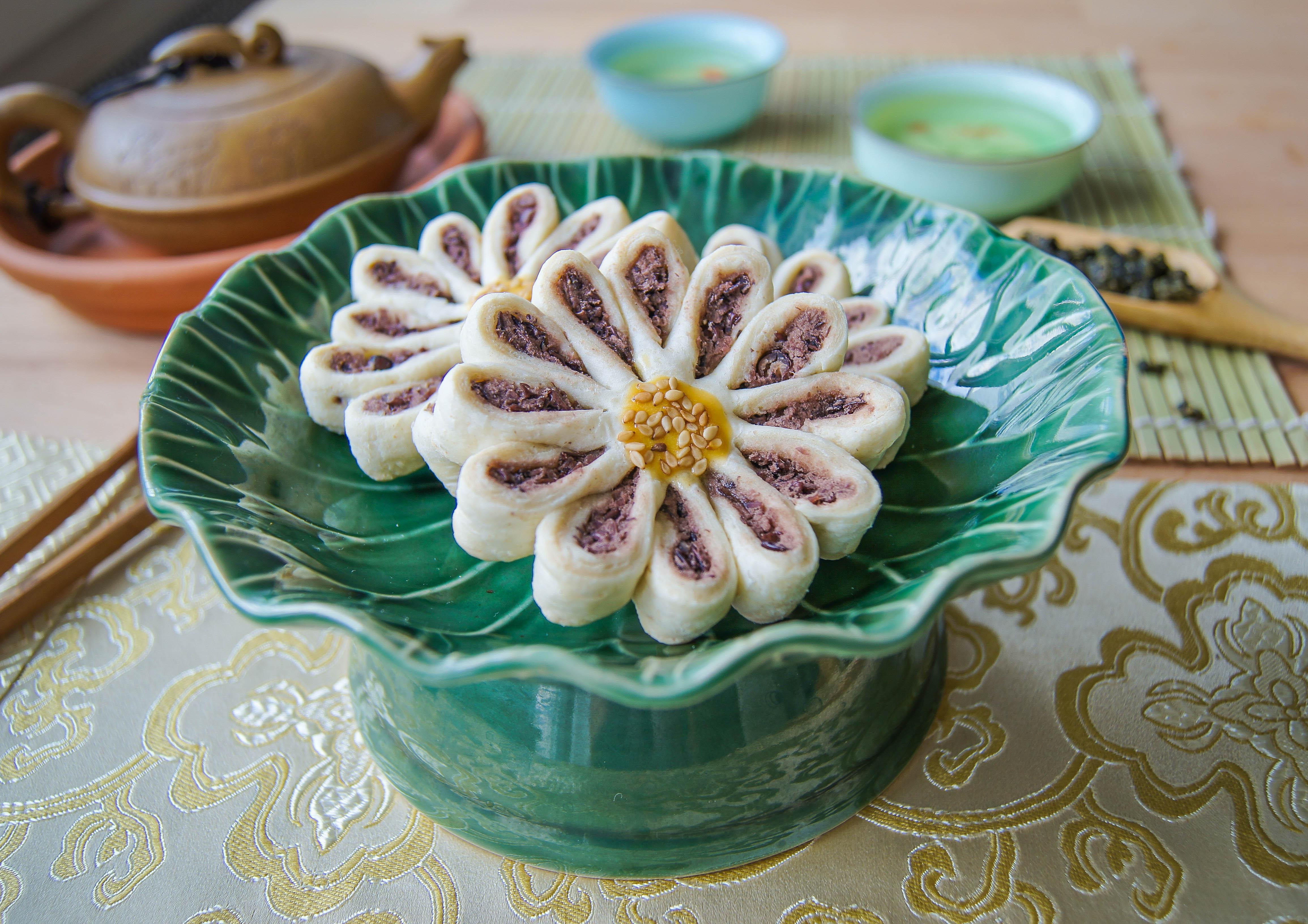 Chrysanthemum Shaped Pastry