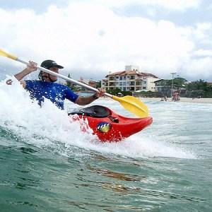 surf com caiaque- adrenailha floripa