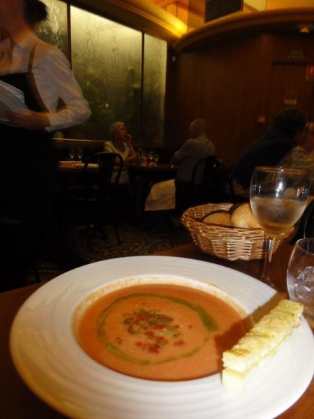 """Gazpachoul vàzut de bucàtarii de la """"Bofinger"""", restaurant istoric din Paris"""