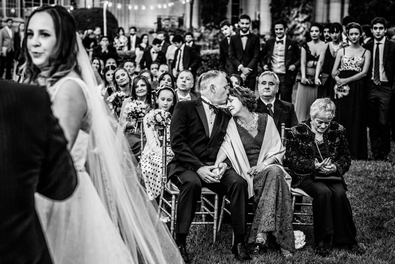 Flor y Cris - Boda en Palacio Sans Souci registrado por la premiada fotógrafa de boda en Buenos Aires Adriana Carolina. Foto de Boda.