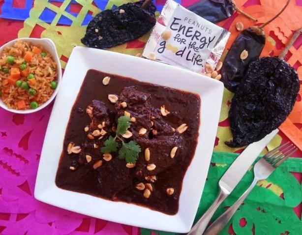 Sugerencia para servir el Mole de Cacahuate con Pollo