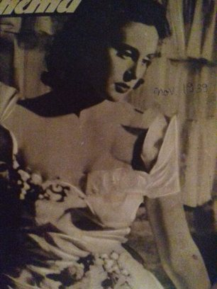 Olga Porumbaru, vedetă autohtonă pe coperta Revistei Cinema. A jucat în filmul Se aprind făcliile, regia Ion Şahighian (1939), alături de George Vraca şi Costache Antoniu. Cunoscută mai mult pentru activitatea de sculptor și arhitect