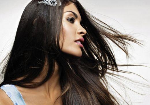 Truques para manter os cabelos sem frizz