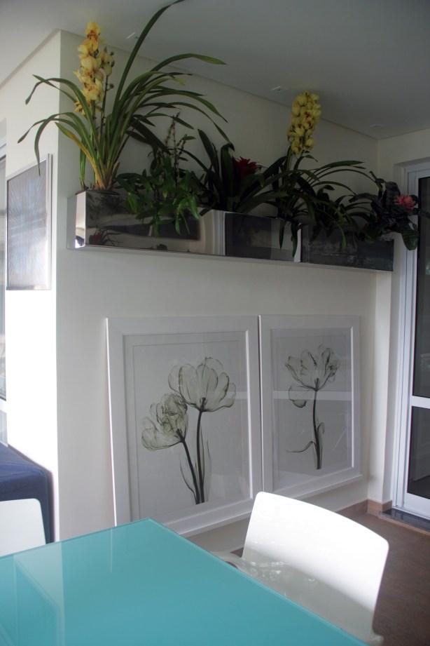 Mais uma foto dos quadros publicados semana passada, agora com a floreira de inox com orquídeas e bromélias, além de um pouco da cor e do material predominantes no ambiente: vidro turquesa💎 !! 💮🌸💎🍃🌿 🖥️ www.adrianogronard.com.br 📷 Adriano Gronard