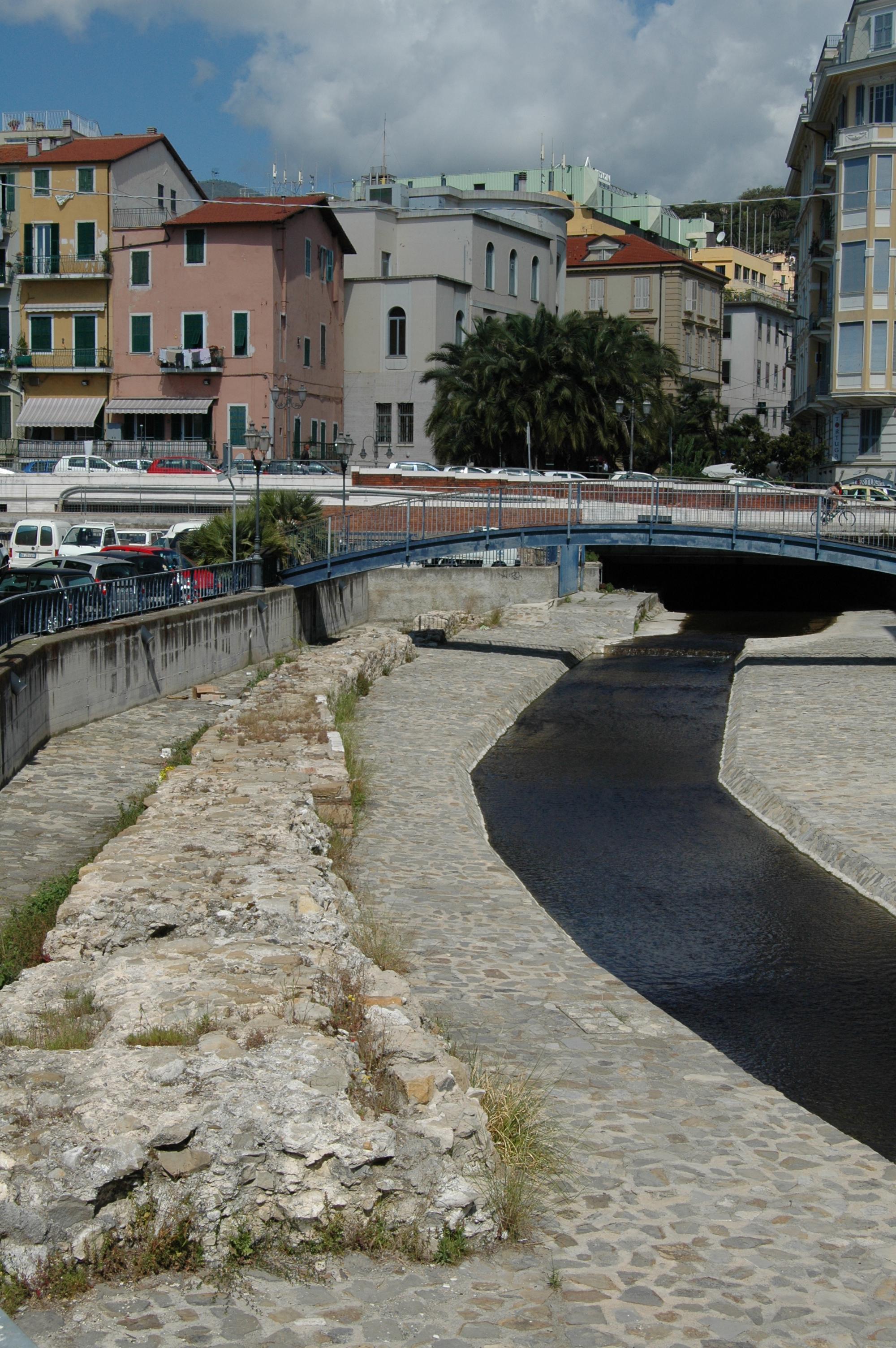 Sanremo, reperti del porto antico
