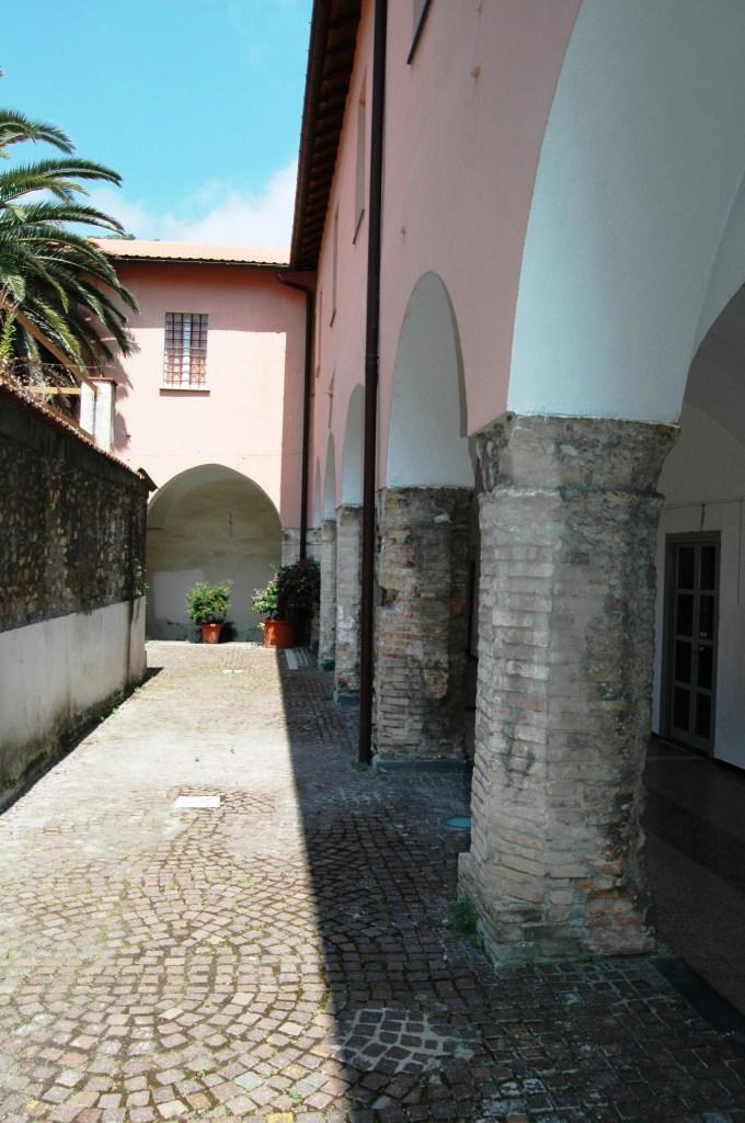 Ventimiglia (IM), ex-chiostro della Chiesa e del Convento di S. Agostino