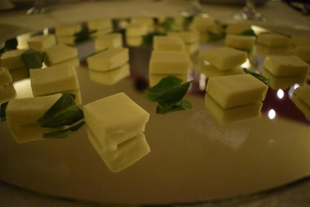 Degustare brânza și busuioc