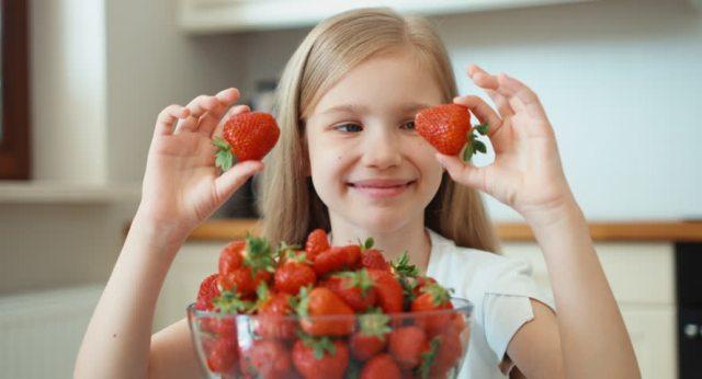 căpșuni în alimentația copilului