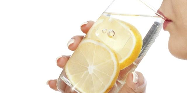 Apa plată cu lămâie