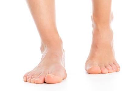 Furnicături în picioare