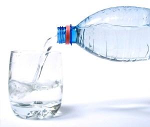 Câtă apă trebuie să bem - Photo Credit: FreeImages.com/ZsuzsaNK