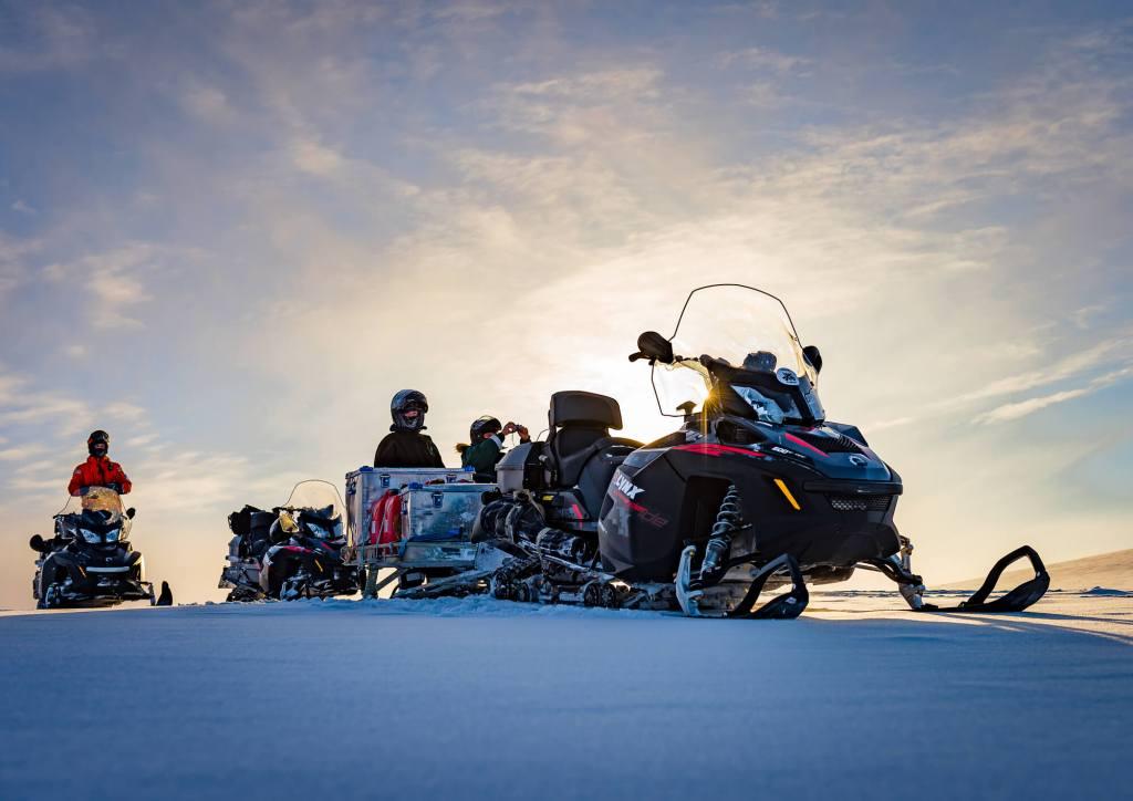 Longyearbyen Pyramiden Snowmobile