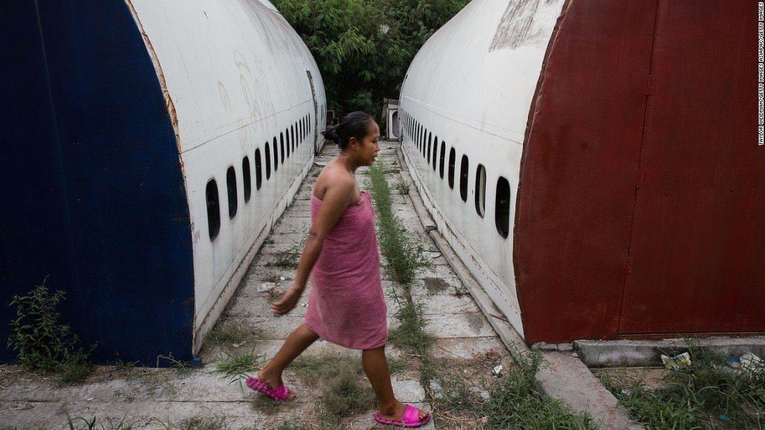 El cementerio de aviones en el que viven familias enteras