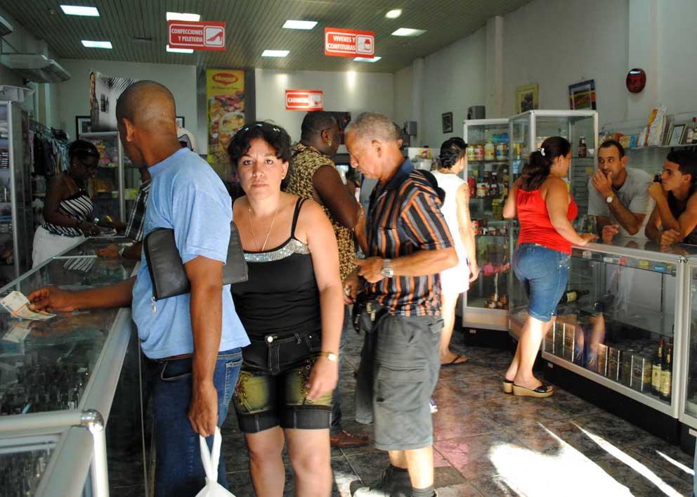 El pueblo cubano recibe falsas migajas – Havana Times en español