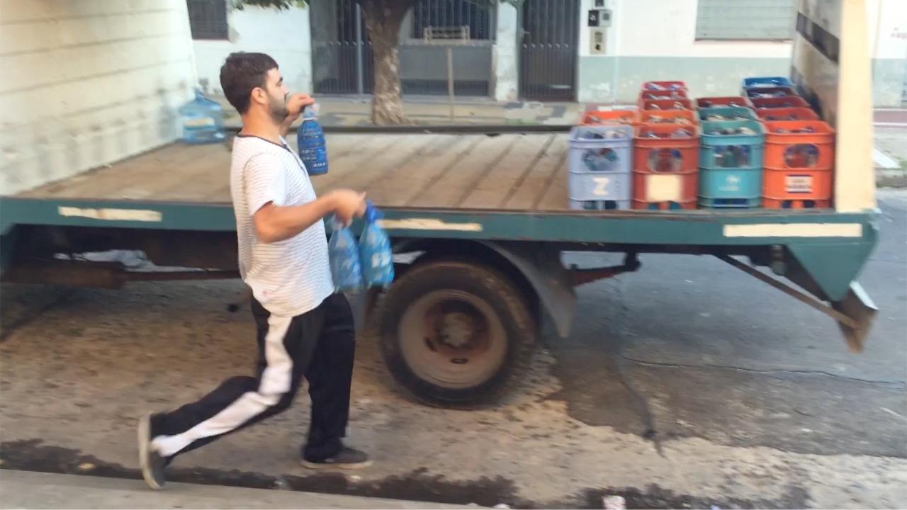 El amigo del Kun que jugaba fútbol y ahora vende soda -Hispano Post