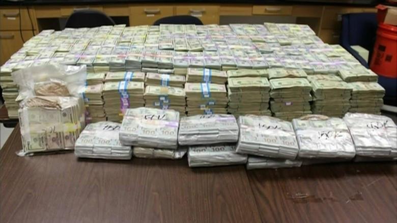 Encuentran millones de dólares escondidos en las paredes de una casa de Miami | CNNEspañol.com