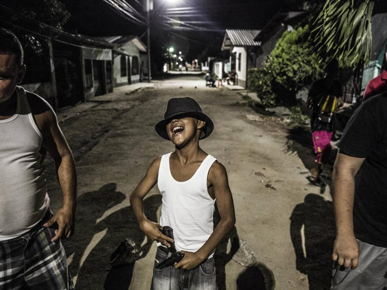 Entramos en el barrio más peligroso del país más violento, Honduras.