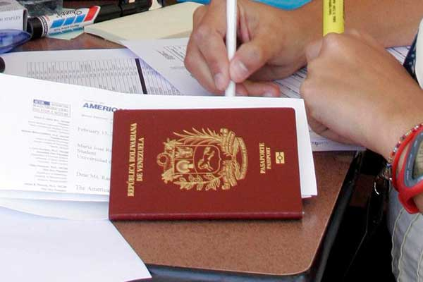 Venezuela: cada vez más difícil hacerse con un boleto aéreo internacional