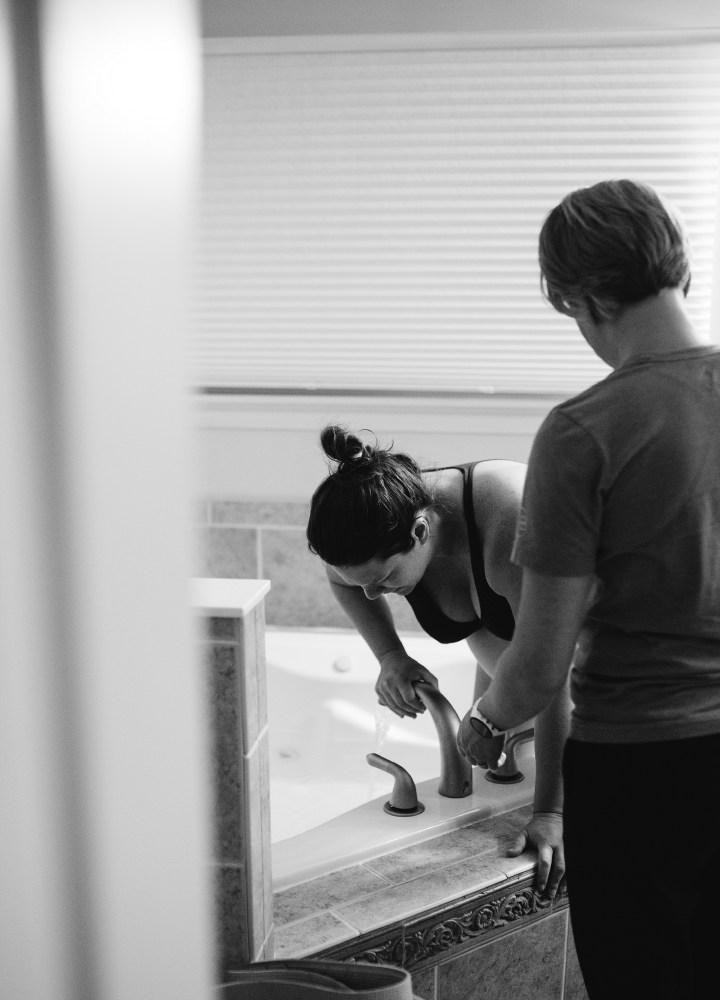 birthing mom stepping into the tub