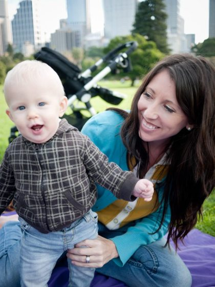 baby and mum in sydney botanical gardens