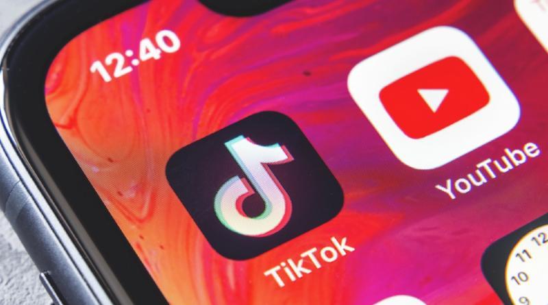 Los niños pasan 75 minutos al día en YouTube y 71 en TikTok