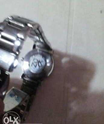 ساعة جديدة من الكويت
