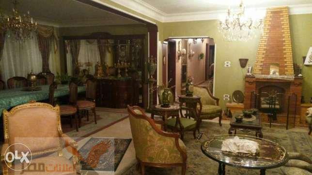 شقة للبيع شارع حسنين هيكل متفرع من عباس العقاد