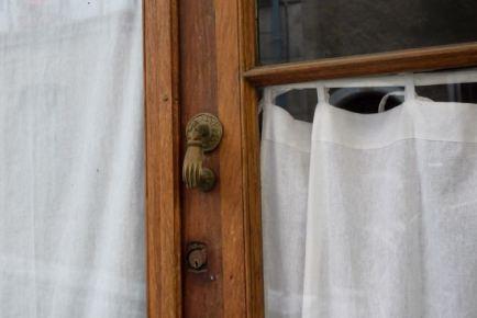 Heurtoir sur une porte-fenêtre
